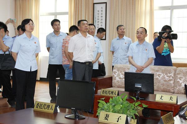 区高院戴红兵副院长、何艳斌专委一行到东兴法院指导家事审判工作.jpg