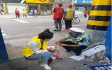 井陉:交通志愿者突然晕倒 两名执勤辅警紧急救助